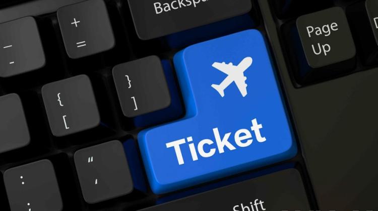 Curând îți faci valiza, dar nu înainte de a confirma biletul de avion!